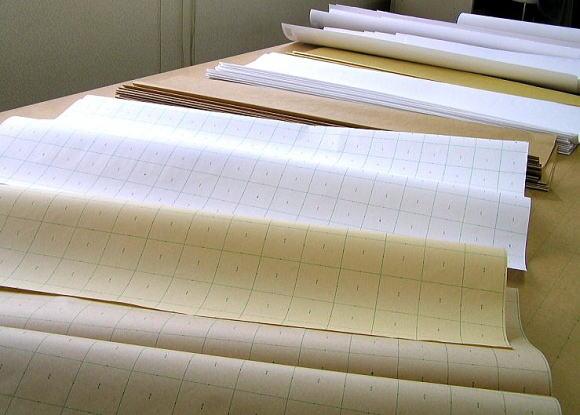 アパレル縫製工場の現場で使っている裁断用紙