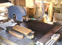砥石を裁断する機械