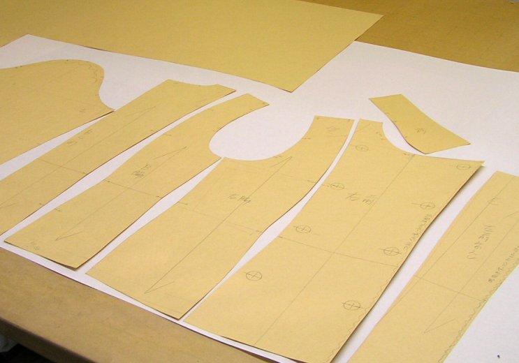 イエロー厚紙は裁断用パターンに最適です